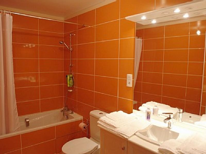 Оранжевая ванная фото